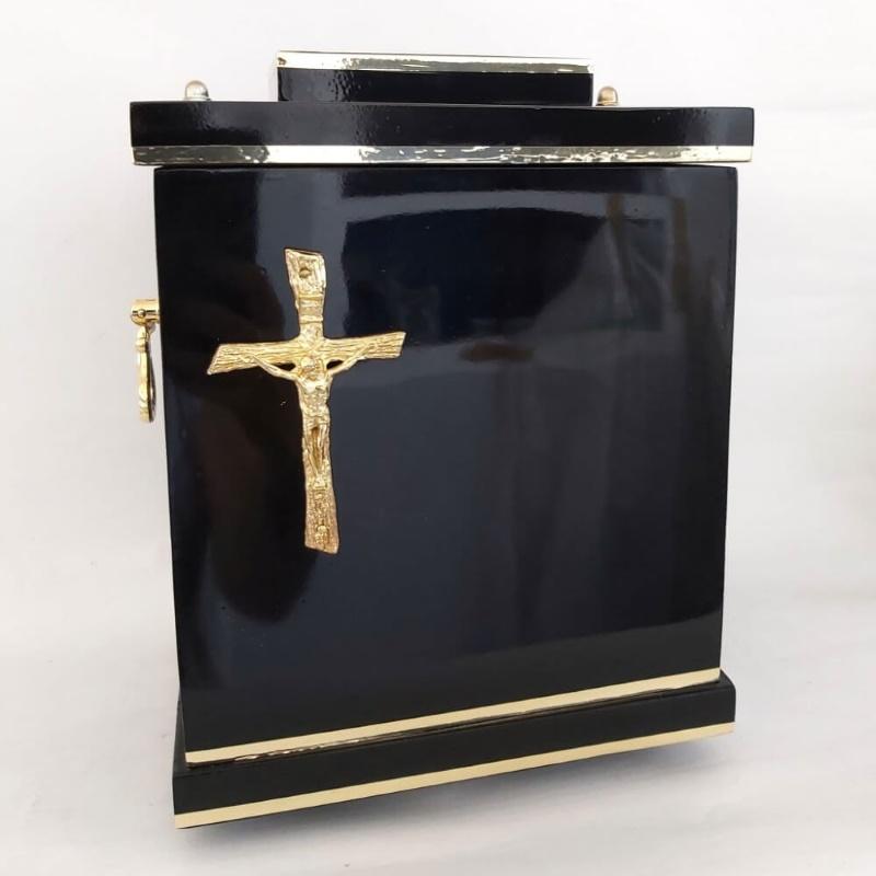 czarna urna z krzyżem D-05