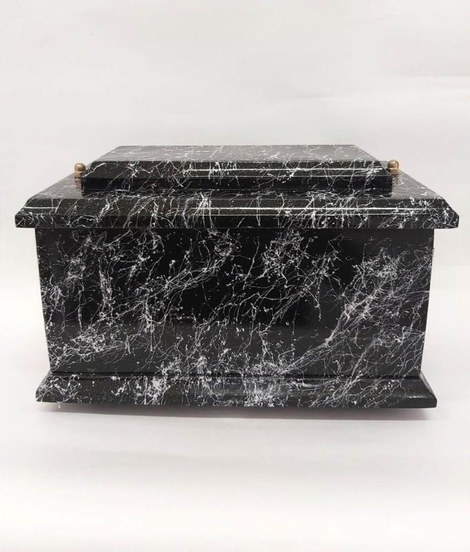czarna urna drewniana D-06