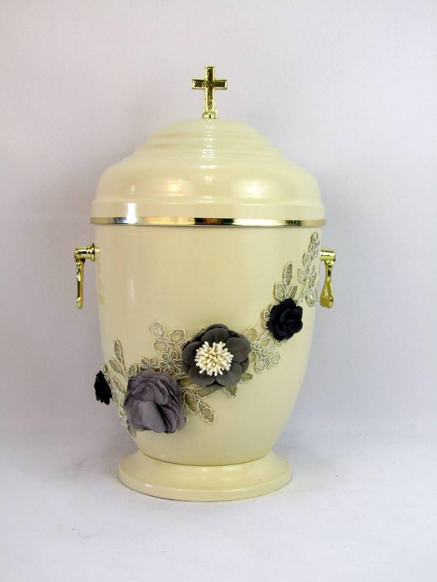 Jasna urna w kwiaty