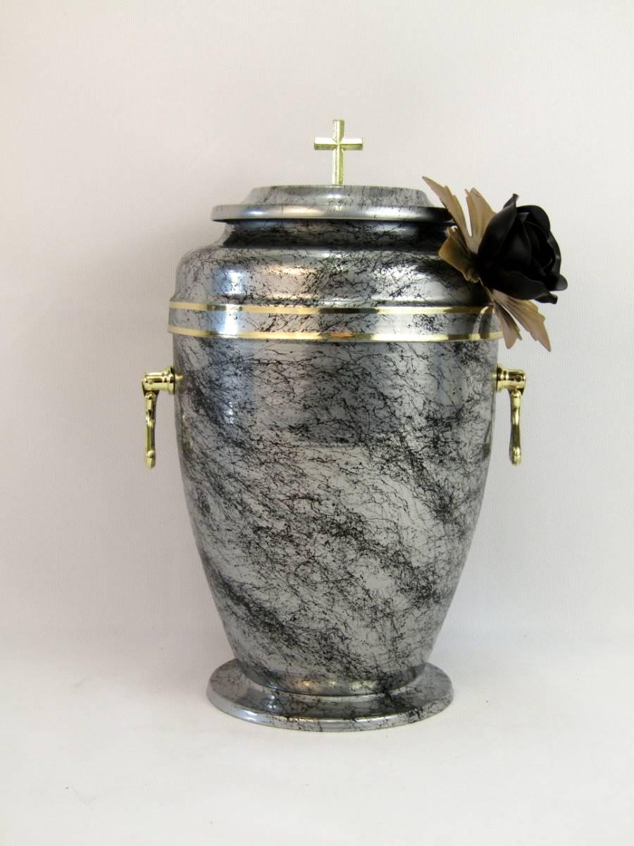 srebra urna z kwiatem