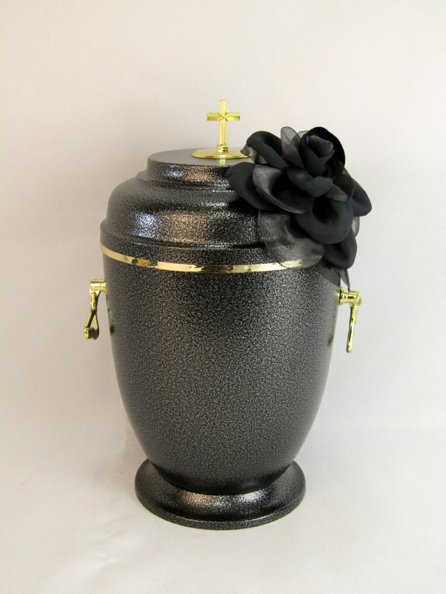 Urna z kwiatem