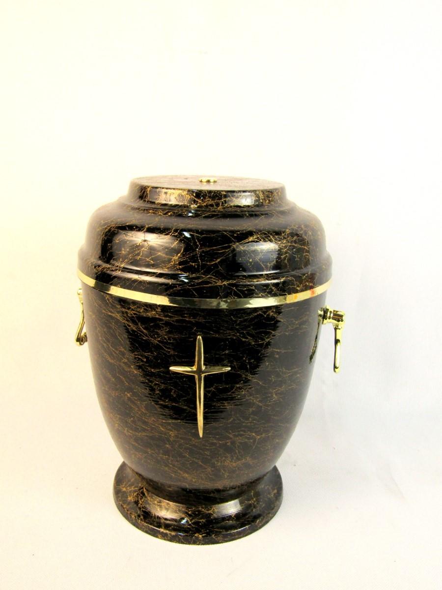 Urna ze złotym krzyżem