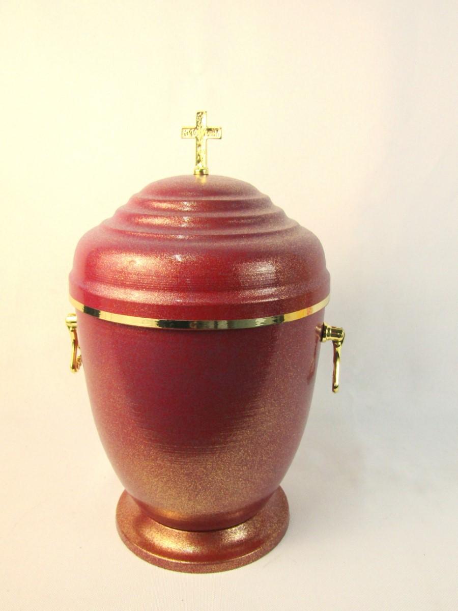 urna ze złotymi zdobieniami